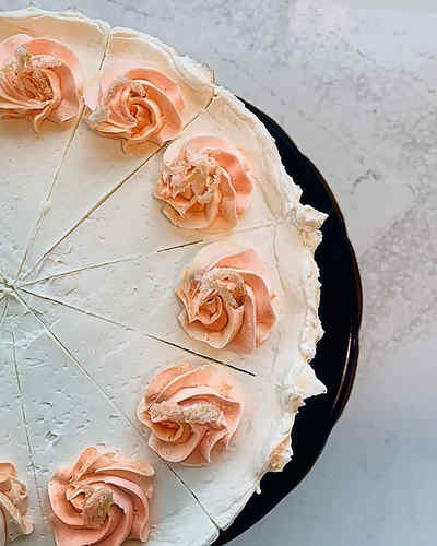 Lemon cake with lemon curd 🍋 #comegetso