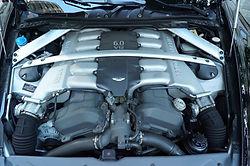 DB9の12気筒エンジン