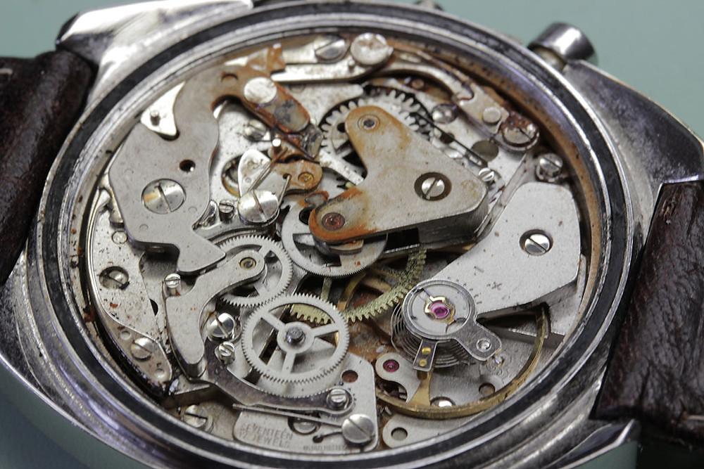 時計内部のサビ