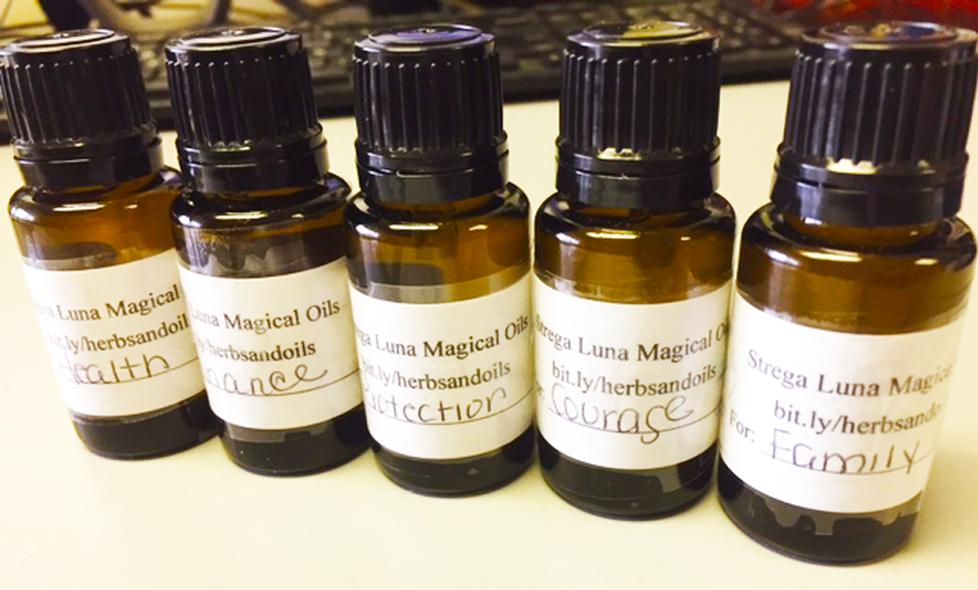 Set of 5 Ritual Altar Oils for Health, Family, Protection, Finance &  Courage | stregaluna