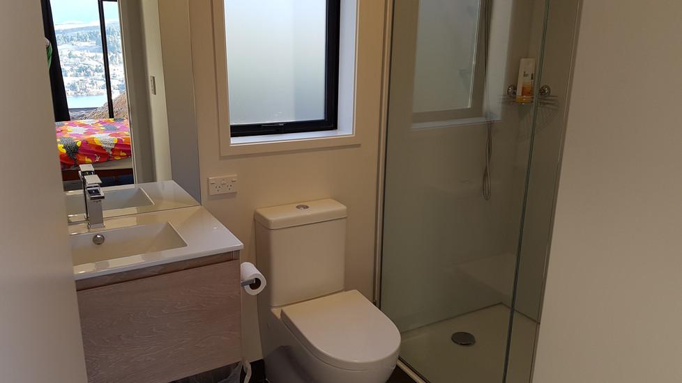 Valley + 2 bedroom modules bathroom