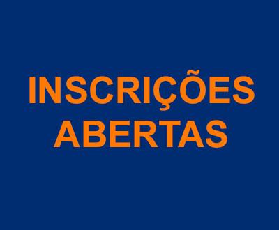 Descrição da imagem: sob um fundo azul está escrito em laranja Inscrições abertas.