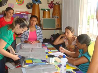 Mães de alunos do Instituto Griasc produzem sacolas para kits de campanha