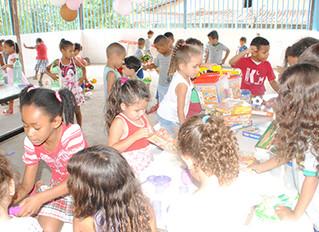 Entrega de brinquedos faz a alegria das 250 crianças do CIM Wilma da Costa