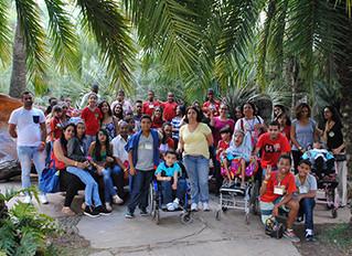 Instituto Ester Assumpção leva crianças com deficiência e familiares para visitar Inhotim