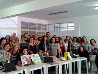 Equipe do Instituto auxilia escola na produção de materiais para crianças com deficiência