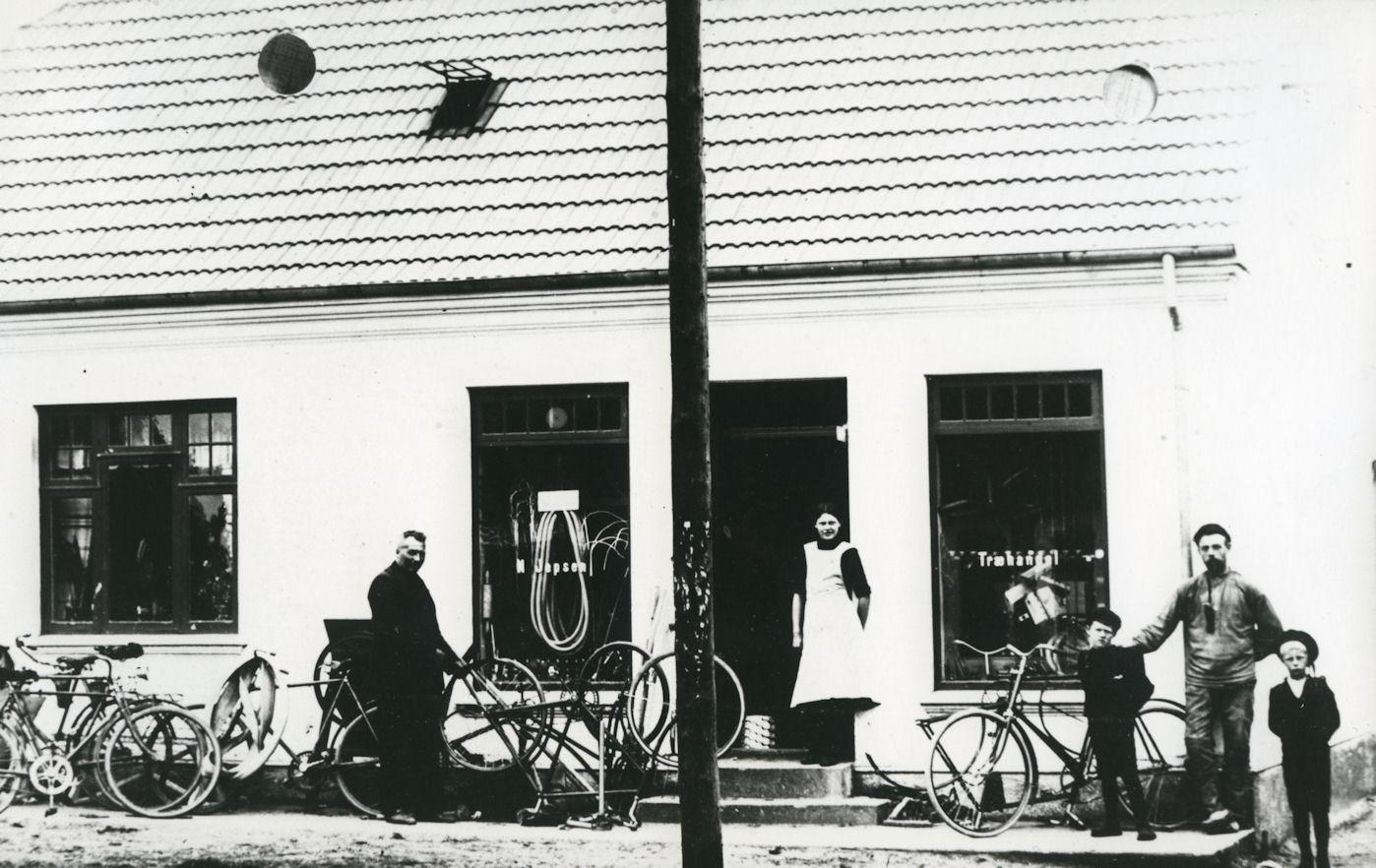 B4 Træhandler Niels Jepsens forretning, Bredgade 12.