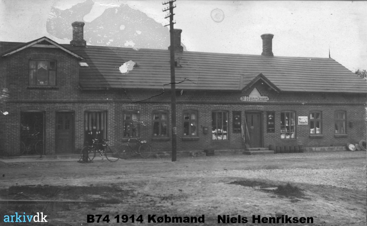 B74 1914 Købmand Niels Henriksens forretning