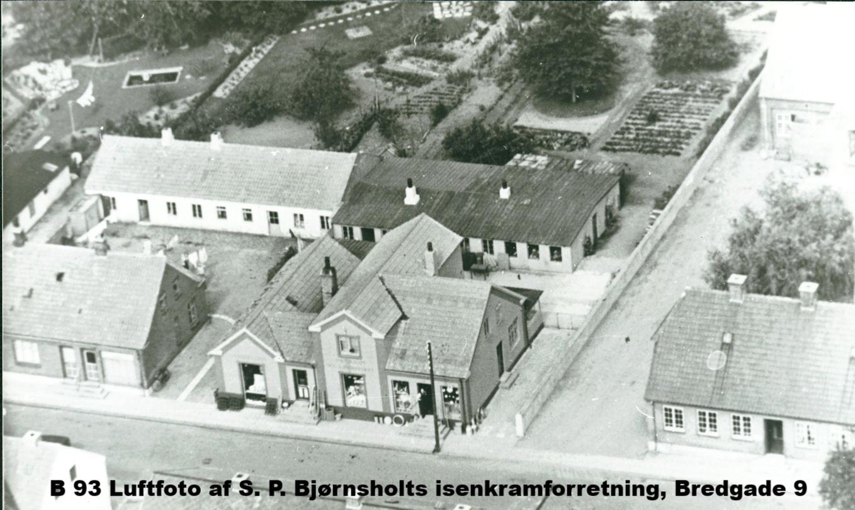 B193 Luftfoto af S. P. Bjørnsholts isenkramforretning, Bredgade 9