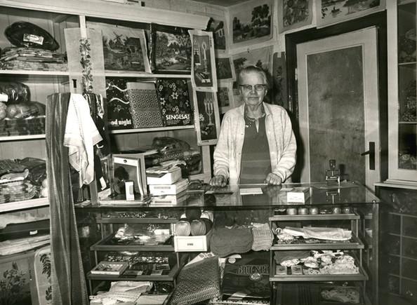 B312 Erna Christensen (1898-1979) i