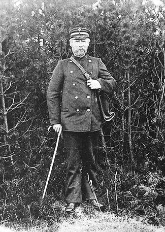 Postbud Laust Pedersen, Bording i uniform og med posttaske.