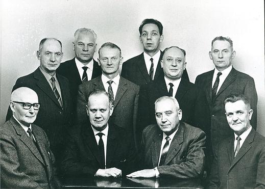 B73 Bording sogneråd 1962-1966. Bagerst fra venstre: Niels Peder Jepsen, kæmner Pedersen, Peder Hagelskjær, Jens Chr. Henriksen, Børge Nedergaard Nielsen og Peder Poulsen Høeg. Forrest fra venstre: Johannes Iversen, Ole Peder Nielsen, Jens Christensen og Jens Jensen.