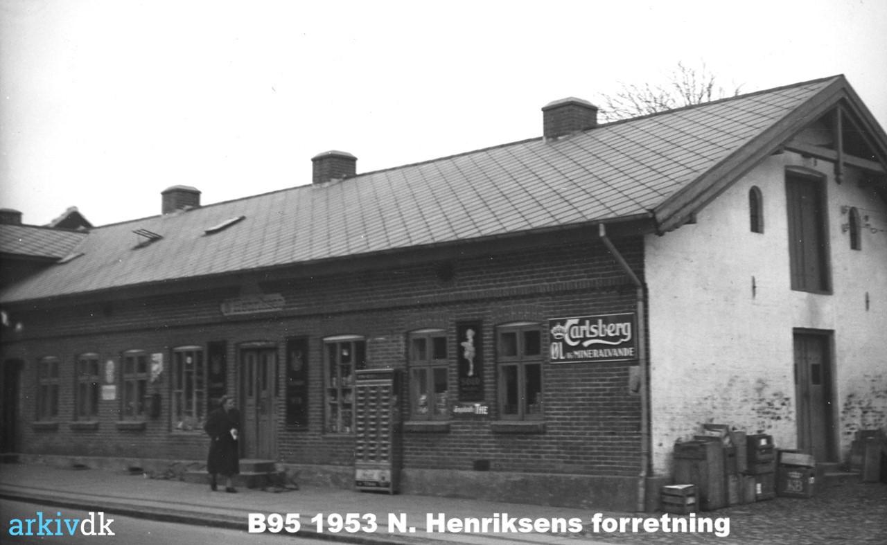 B95 1653 Købmand N. Henriksens forretning