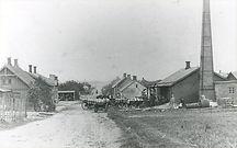 Bredgade, Bording Statiosby Til højre Andelsmejeriet, bygget i 1888 og nedrevet 1906 Foto taget kort før nedrivningen