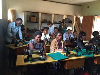 """Primera Edición Cursos de """"Costura y Patronaje"""" en Chezi, Malawi."""