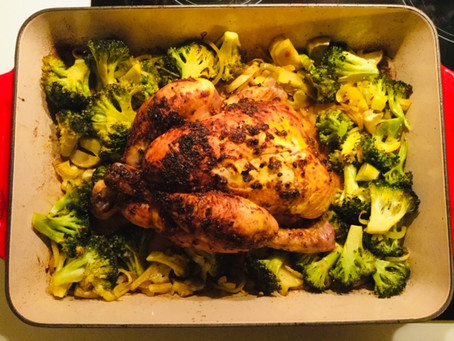 Lekkerrrrrr, gebraden kip met citroen, witte wijn en broccoli in de oven...