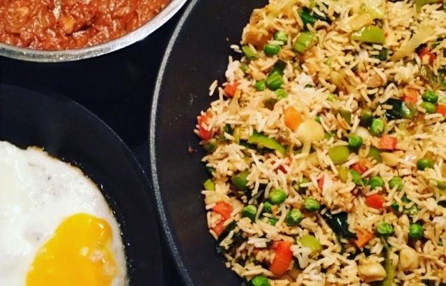 Comfort Food: Nasi Goreng, gebakken eieren en homemade pindasaus