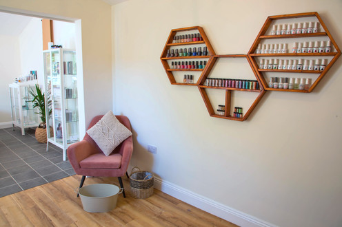 Lincoln day spa and beauty salon. Nails, massage, waxing, facials, skincare, holistic treatments, manicure, pedicure.