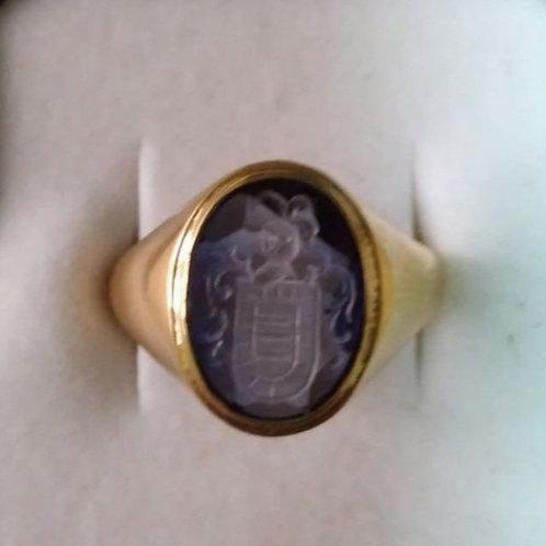Anillo de oro 18 Kl. con escudo en Zafiro