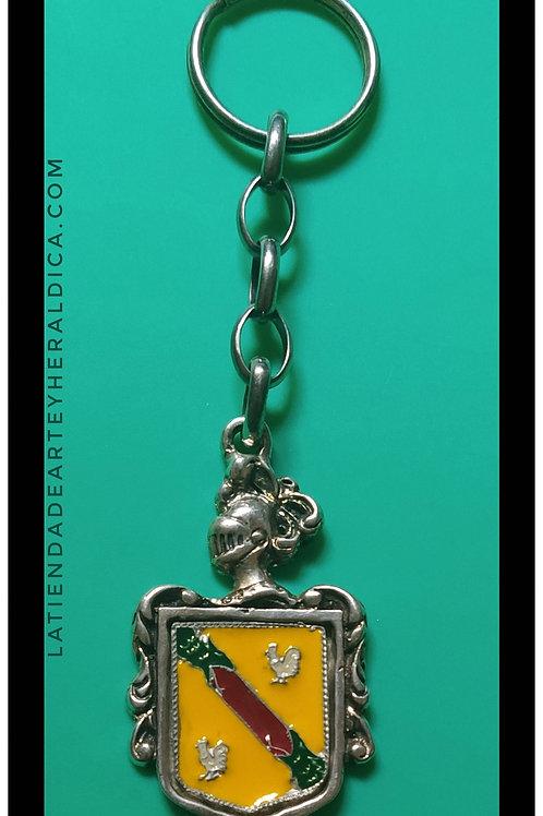 gallardo llavero de plata con escudo esmaltado