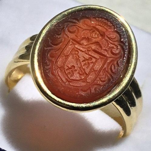 Anillo-de-oro-3-aros-piedra-Carneol-grabada-escudo-heraldico