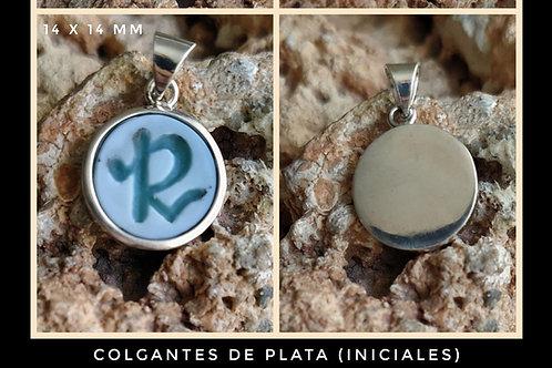 Colgante de plata  de ley con inicial grabada en ágata bicolor  azul/ver