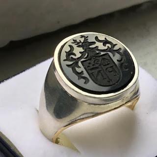 Anillo de plata heráldico grabado