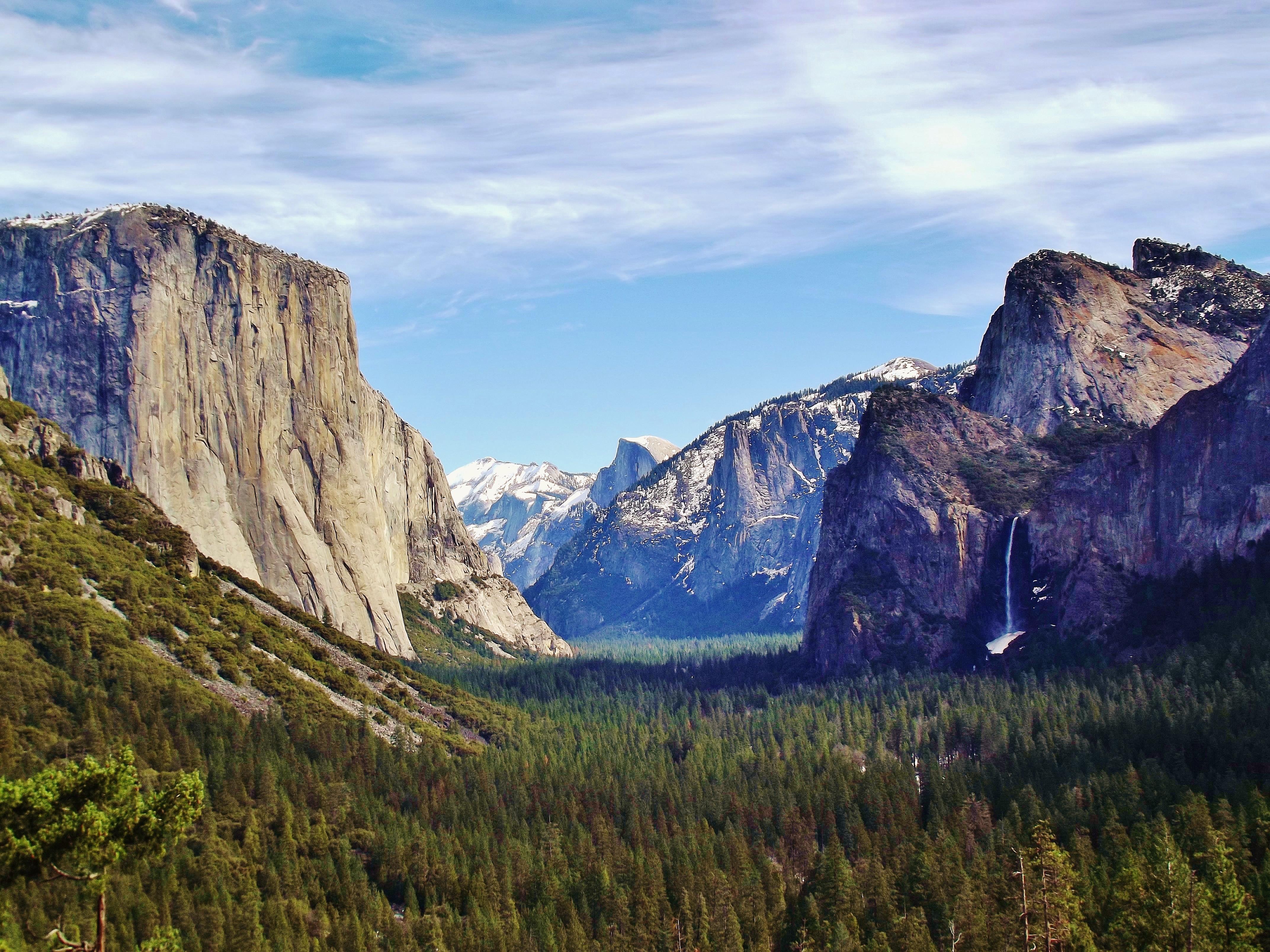 Yosemite_Valley_from_Wawona_Tunnel_view,