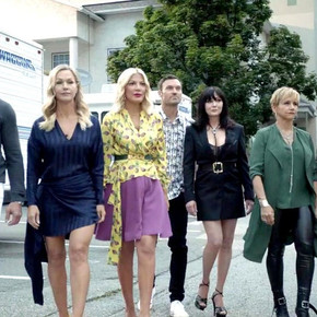 "Review: Fox's reboot of ""Beverly Hills 90210"" is lazy television at its finest"