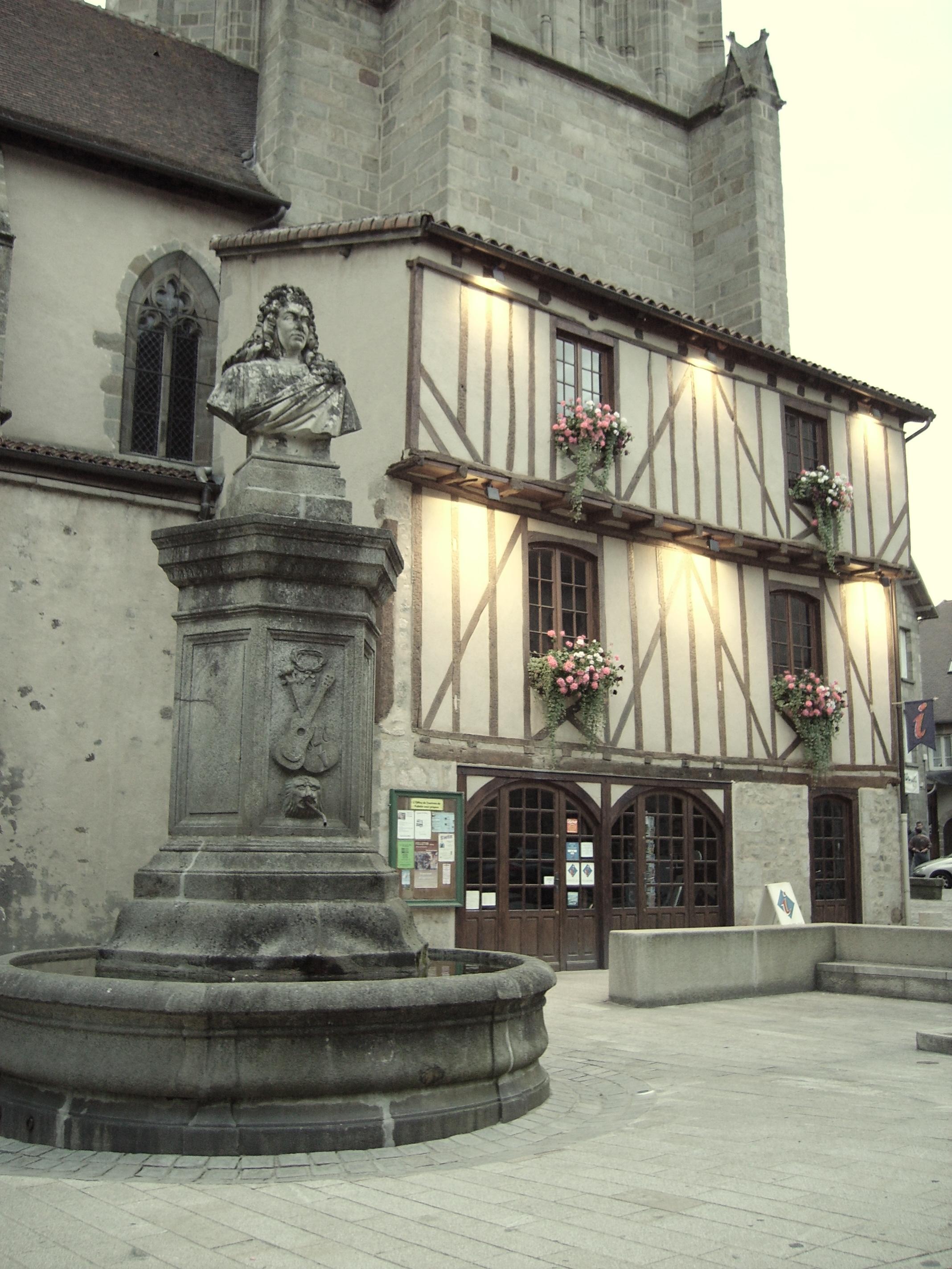 L'office de tourisme, place Quinault