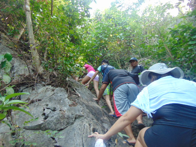 trek to Bakwitan Cave
