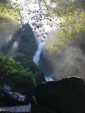 Sol entre cascadas