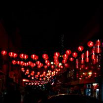 Bajo las luces rojas