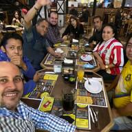 Dentro del tour de @VeroVillafu se organizó una reunión y con tal de coincidir y conocer a más gente de Periscope, los alcancé.