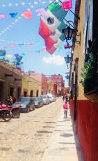 Vane explorando calles de México
