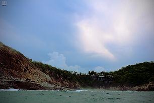 Casita solitria en la playa