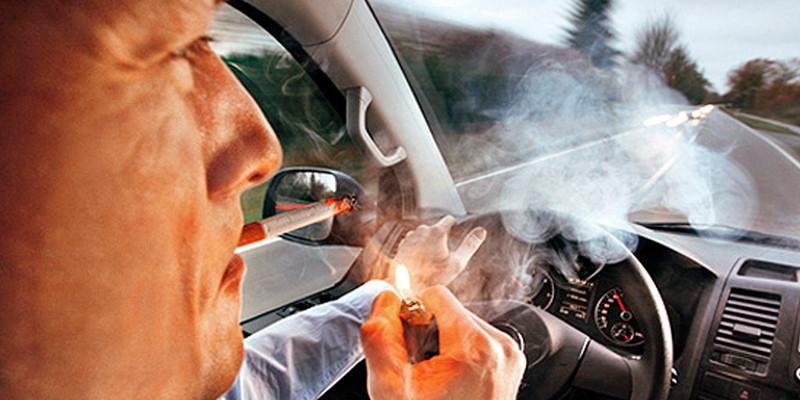fumar no carro