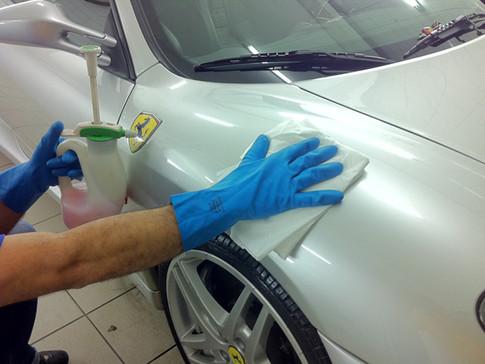 É possível lavar um carro com um copo d'água?