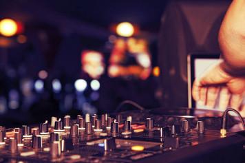 Tips to hiring a professional wedding DJ.