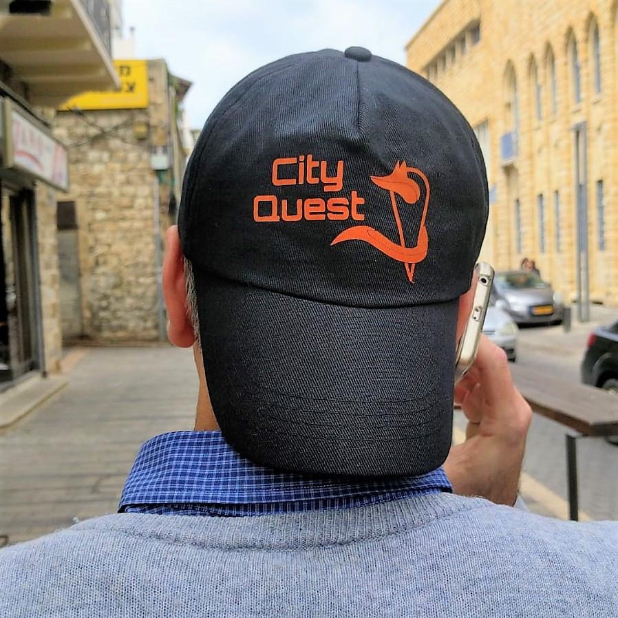 האיש עם הכובע. סיטי קווסט חיפה