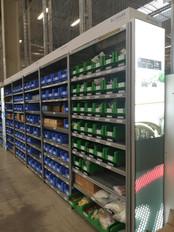Die SmartBin-Boxen in der Produktionshalle von Swarco Futurit