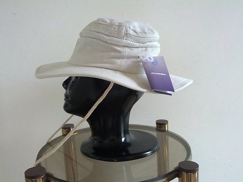 Floppy hat with cooling gel pack