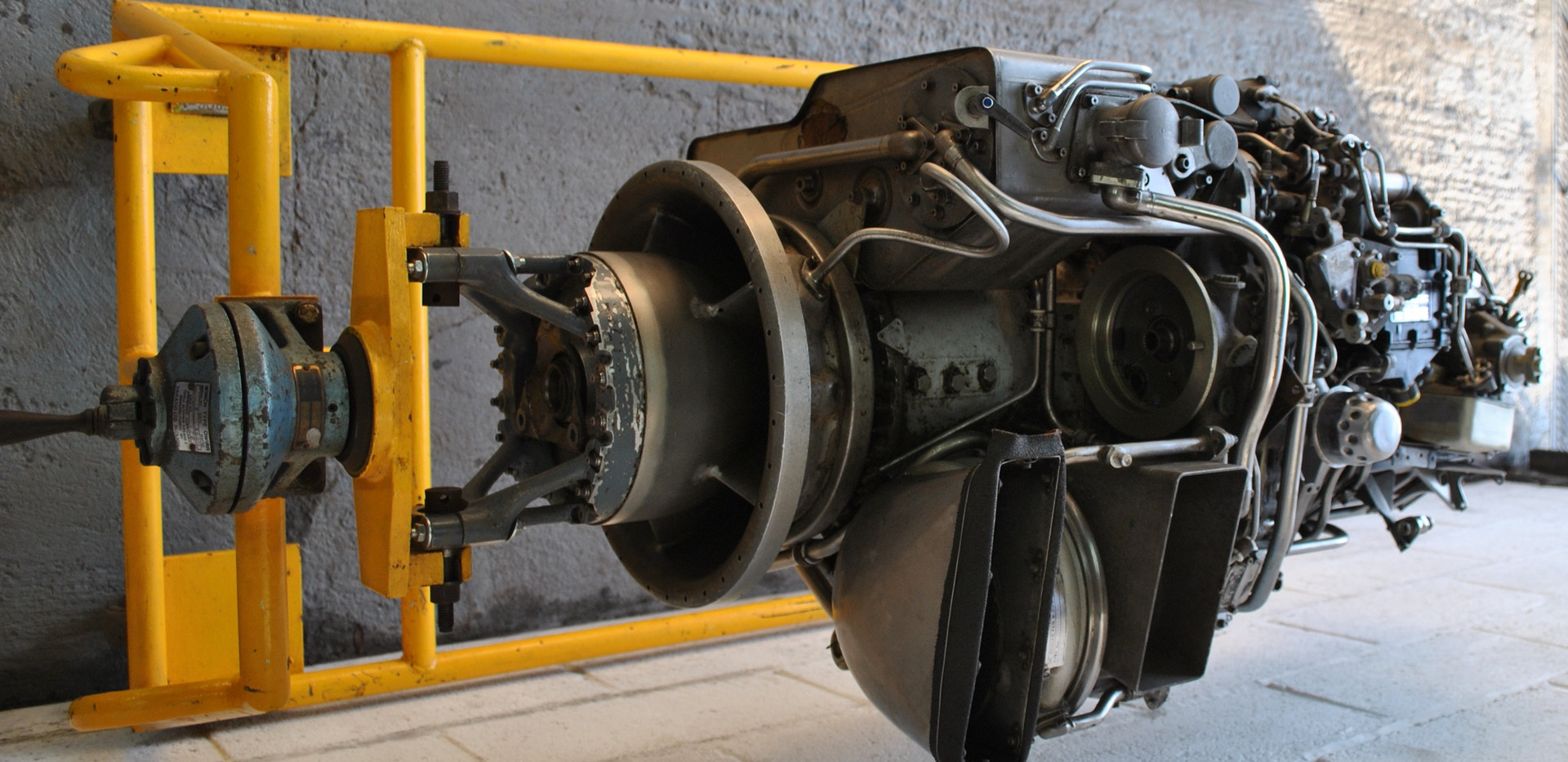Rolls Royce Gem Engine in Stand (18).JPG