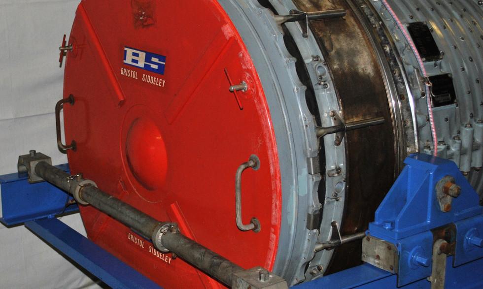 Olympus 320 TSR2 engine (24).JPG