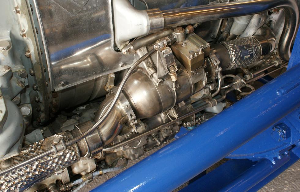 Olympus 320 engine (1).JPG