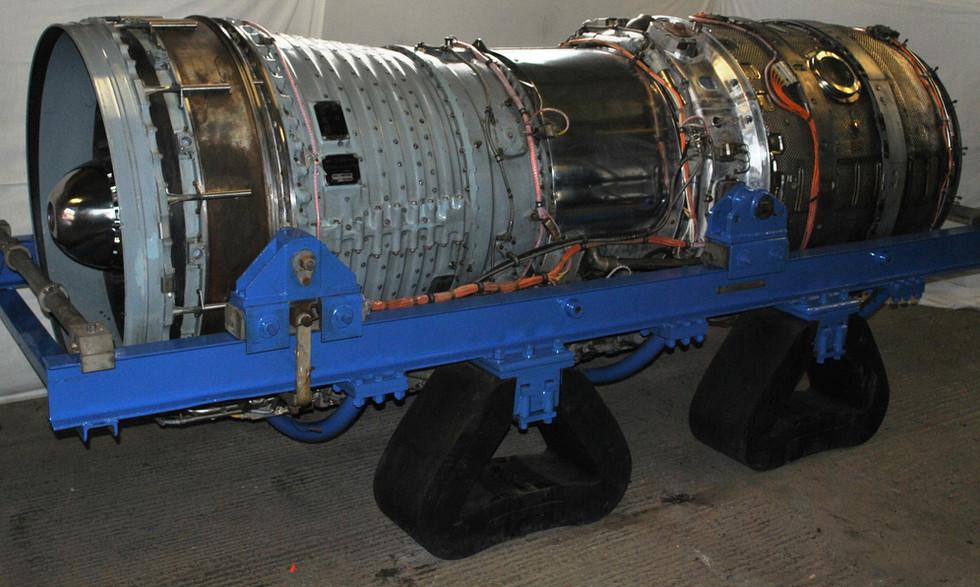 Olympus 320 TSR2 engine (3).JPG