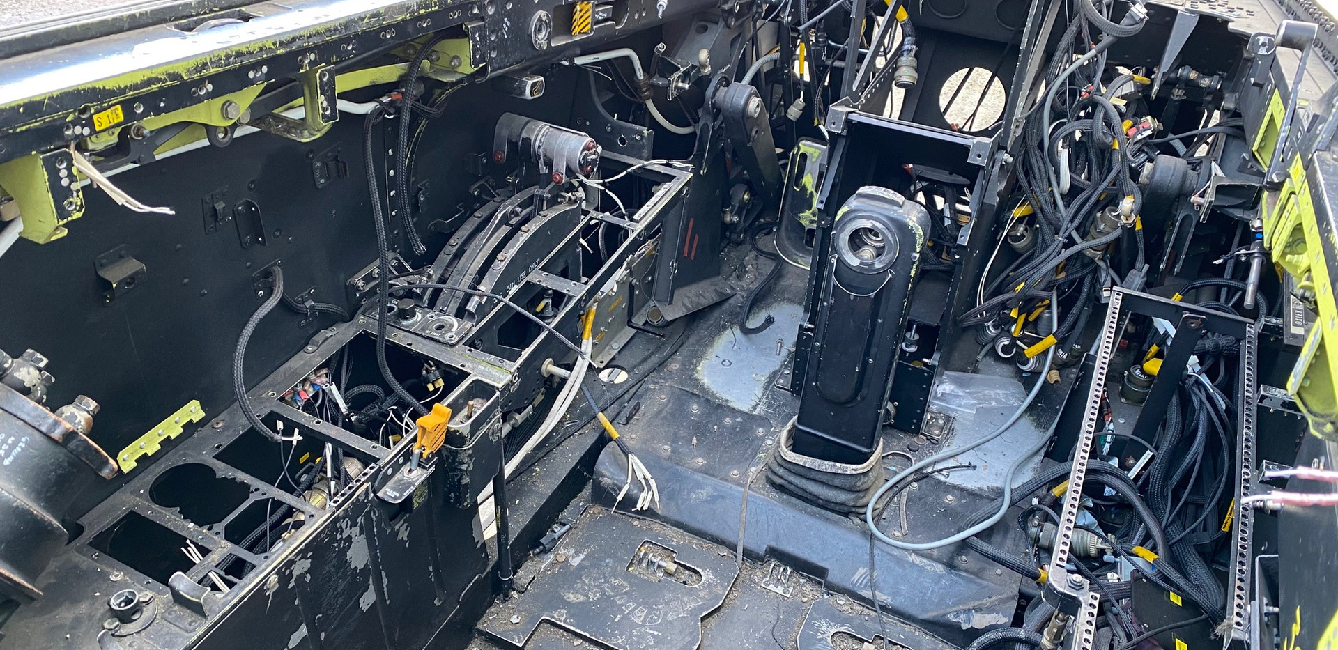 Jaguar Simulator Cockpit (4).jpg