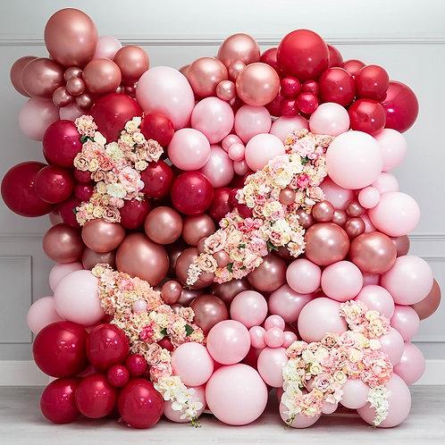 Панно из разнокалиберных шаров и цветов
