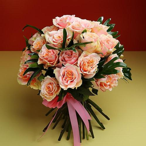 Букет из 29 персиковых роз Шиммер