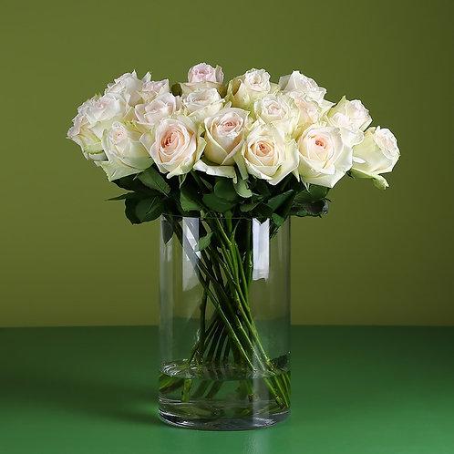 21 роза Вайт Охара в вазе